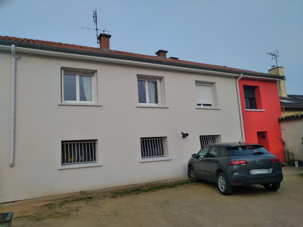 Isolation par ITE d'une villa des années 1970 et enduit de façade RME taloché 2 couleurs 5
