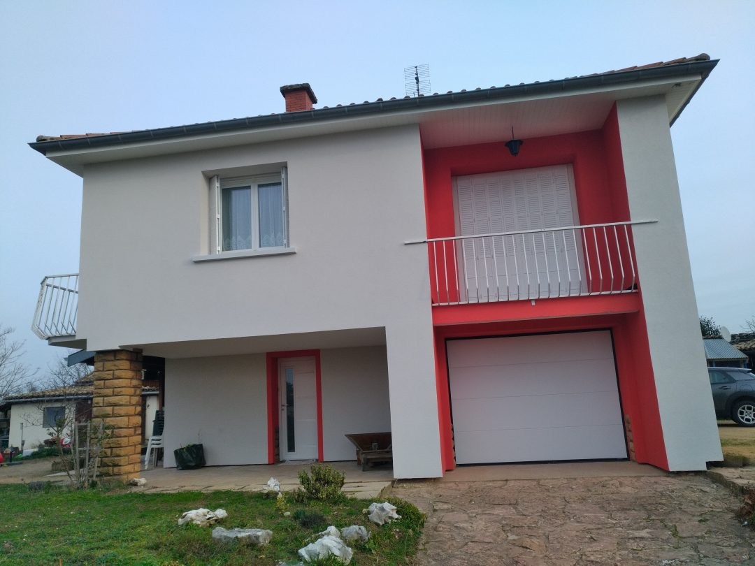 Isolation par ITE d'une villa des années 1970 et enduit de façade RME taloché 2 couleurs