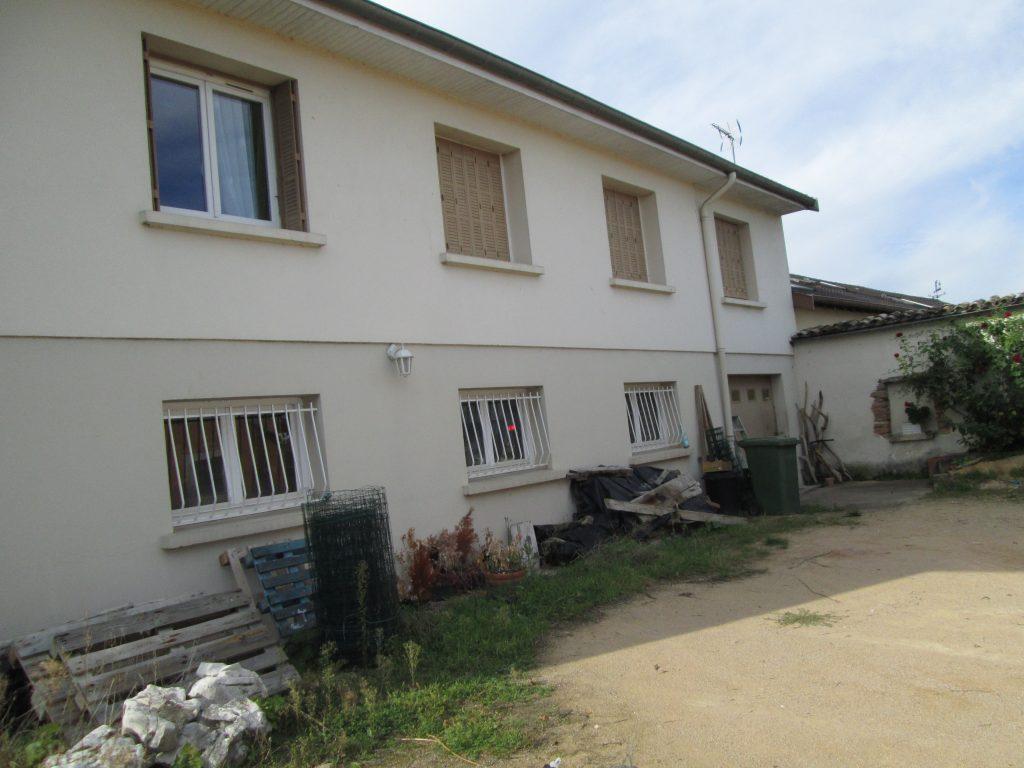 Isolation par ITE d'une villa des années 1970 et enduit de façade RME taloché 2 couleurs 2