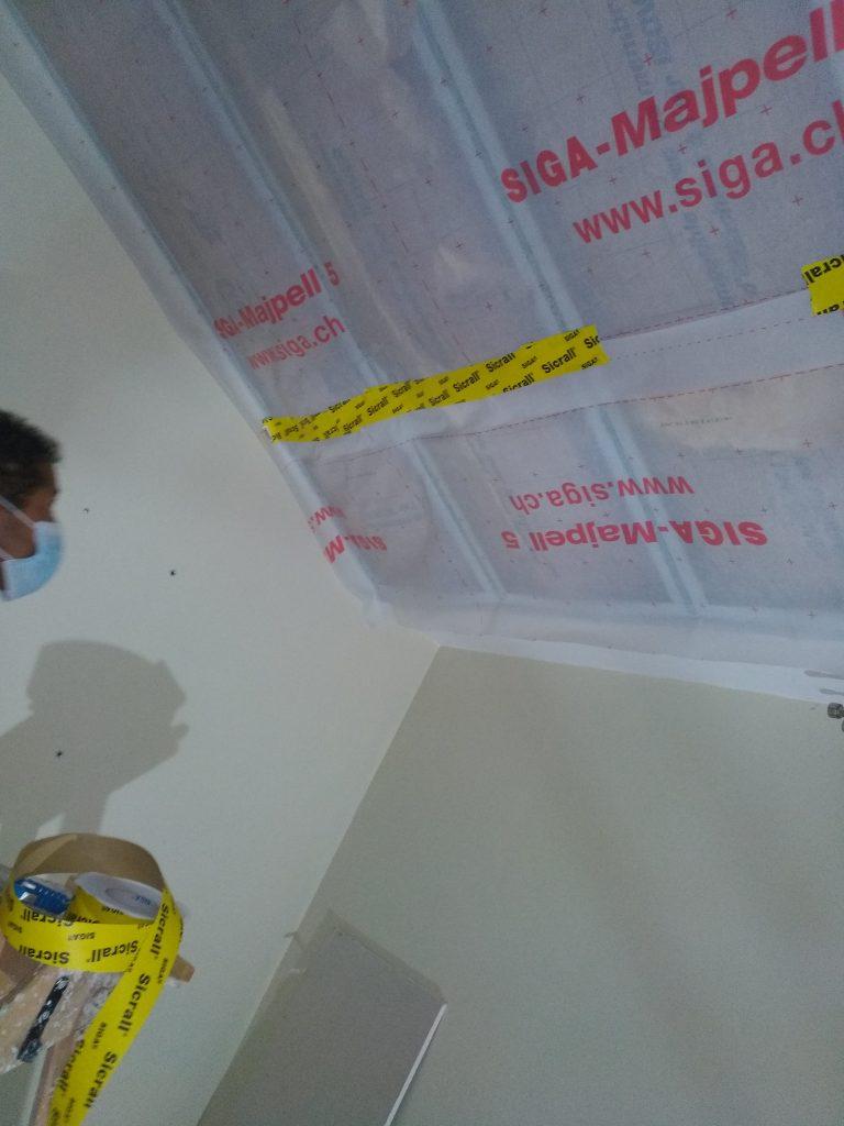 Isolation de combles aménagées avec membrane d'étanchéité 3